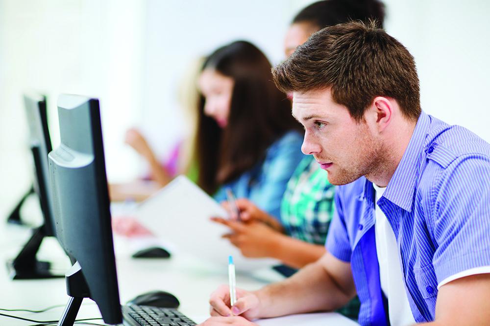 Um curso livre oferece qualificação rápida e focada no mercado