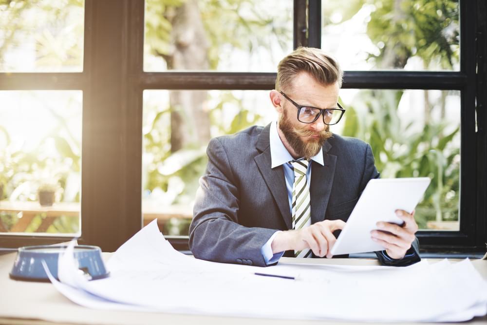 Manter o foco e priorizar tarefas ajudam a te tornar mais produtivo no trabalho