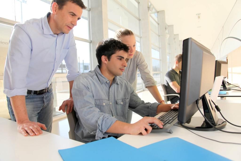 Primeiro emprego como se qualificar para mercado de tecnologia