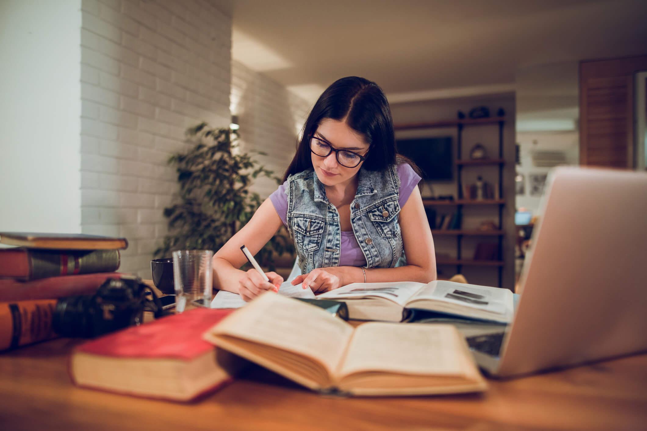 Capa do artigo 6 dicas de memorização para estudar