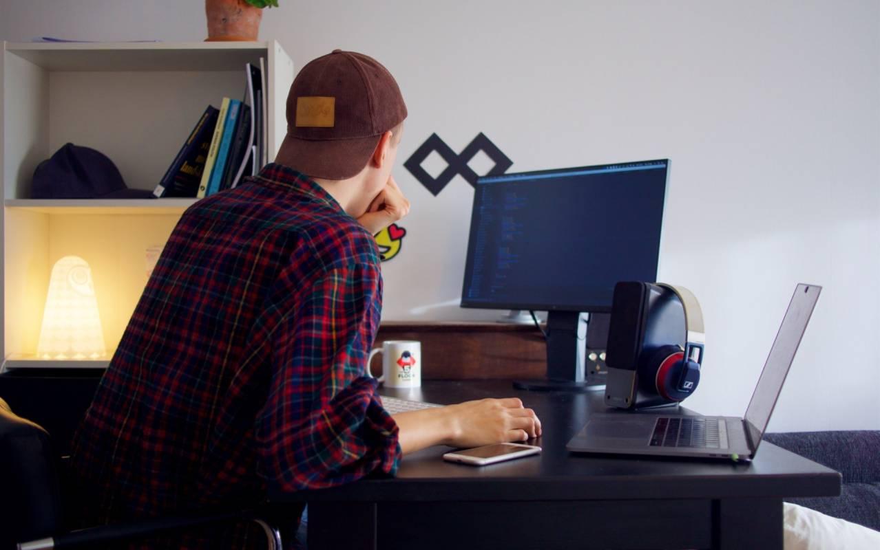 Capa do artigo 4 Hacks simples para se tornar um Desenvolvedor ainda mais valioso